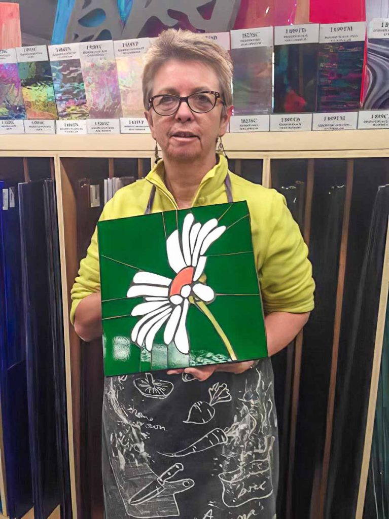 Artist: Maria Munro Maria's Daisy mosaic Tuesday morning mosaic classes at The Glass Emporium